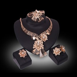 Jewelry Sets Bangles Rings Earrings Necklaces Luxury Rhinestone 18K Gold Plated Alloy Flowers Wedding Jewelry 4-Piece Set Wholesale JS148