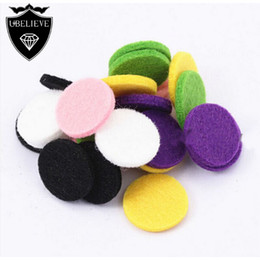 Wholesale 2016 Hot Sale mm mm Round Felt Pads for mm mm Essential Oil Diffuser Perfume Locket Pendants Necklace High Quality