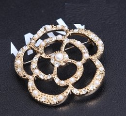 Wholesale Luxury Brand Designer Women Vintage silver Golden Crystal diamonds PEARL pendant flower Rose brooches pins for lady wedding original package