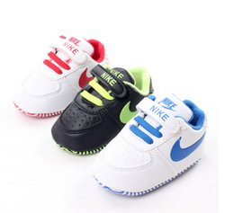 Wholesale Fall Boy PU soft bottom toddler shoes casual BB Neonatal adhesive tape sports turf indoor walking shoes Newborn shoes hot sale