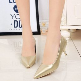 In the spring of 2016 the new fine high-heeled shoes with pointed shoes all-match comfort women's singles shallow mouth set foot tide person