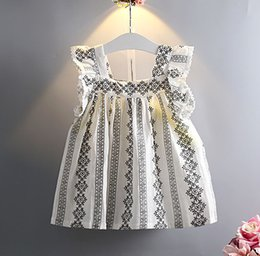 Wholesale 16 Summer kids dress shirts New fashion baby Girls embroidery sleeveless Square neck shirts with good quality
