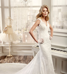 Wholesale Vintage Full Lace Applique Wedding Dresses Mermaid V Neck Sleeveless Love Heart Shape Back Chapel Train Bridal Gowns