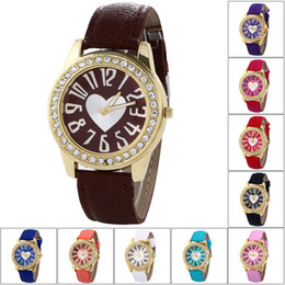 Lady Fashion Heart Shaped Quartz Dress tWatch Leather PU Band Round Dial Shaped Casual Luxury Crystal Watch for Woman