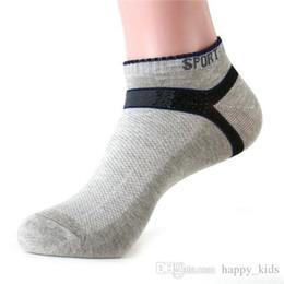 Promotion garçons chaussettes d'été Hommes courtes Chaussettes Eté Mode Simple Nouveaux garçons professionnel Sport Socks Hot Loisirs Hiver coton respirante Solide Couleur spéciales Chaussettes Ship