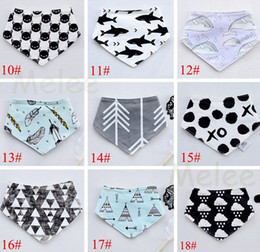 2016 INS Baby Bibs Girls Boys Character Moms Care Slabbers Cotton Bandana Bib Dribble Triangle Waterproof Feeding Towel for Newborn