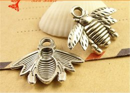 Wholesale 17 MM Tibetan silver Jewelry accessories bee Pendant charm antique charm in bulk brass metal vintage charm fir diy