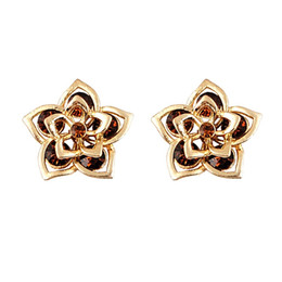 Europe and America New Beautiful Fashion Crystal Earrings Elegant Stud Earrings