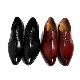 Rouges à semelles chaussures habillées à vendre-Chaussures en cuir pour homme 2016 Nouveau cuir véritable Pointu Robe d'affaires Low britannique Souliers à lacets Semelle en caoutchouc Noir / Rouge Couleur