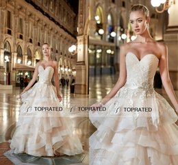 Elegant Puffy Ball Gown Wedding Dresses 2019 Cascading Ruffles Organza Sweetheart Crystals Appliqued Lace Bridal Wedding Gowns Custom Made
