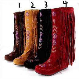 Acheter en ligne Longue en cuir femmes boot-Mode Chaîne Nationale Style Flock Cuir Femmes Franges Talons Plats Bottes Longues Femme Printemps Automne Tassel Bottes Au Genou
