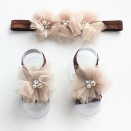 Cinta de cabeza 3pcs / Set multicoloras de la manera de los bebés recién nacidos de encaje + sandalias descalzas del pie flor de la perla de la venda cheap sandals pearls flowers desde sandalias de perlas flores proveedores