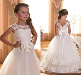 Only 59$ Vintage 2016 Flower Girl Dresses For Weddings Cap Sleeves Lace up Lace Appliques Little First Communion Dresses For Girls cps292