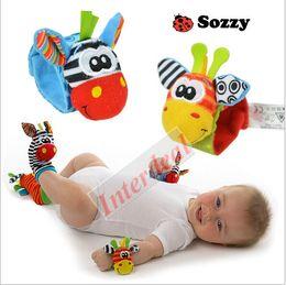 2017 juguete educativo de abeja Lamaze Baby Rattles Calcetines Cartoon Bee Foot Finder Mariquita Sozzy pie calcetines infantiles de peluche Juguetes Puppets bebé aprendizaje de juguetes educativos B282 30 juguete educativo de abeja baratos