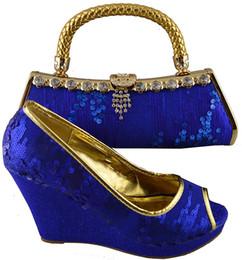 La conception de chaussures de couleur en Ligne-Cherry Lady Chaussures et sacs de fête africains de haute qualité Ensemble de chaussures à talons hauts en élasthanne à haute qualité en bleu royal