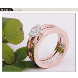 Bague de fiançailles en titane or à vendre-Vintage Alphabet Engagement Mariage Femme Anneaux Trendy 18K Rose Plaqué Or Titanium AAA Zircon Prongs UVOGUE Bijoux Anneaux