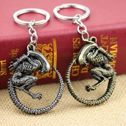 Wholesale Hot Fashion Vintage Bronze Game Alien Vs Predator AVP Alien Queen Key Chains zinc alloy plated Keychain Rings for souvenirs