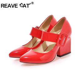 Rouge fond Grande taille 33-43 Printemps Automne PU talons bout pointu hauts talons Spike Boucle sangle Femmes Pompes Noir Rouge Blanc Abricot red spiked high heels for sale à partir de rouge à pointes hauts talons fournisseurs