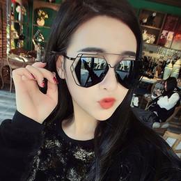 Wholesale The new sunglasses women s fashion trends Polygon retro big glasses Female designer sunglasses tide super light color film mercury