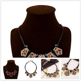 Wholesale Black Leather Rope Clavicle Necklaces European Charms Leopard Acrylic Chokers Necklaces Exaggerate Women Accessories For Wedding Dress