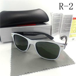 Wholesale Retro classical new sunglasses style man and a woman glasses lens or mm size UV ray protect