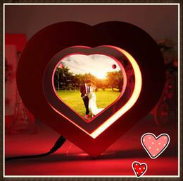 Meilleures lumières de led photo à vendre-20 pcs nouveau dhl libre magnétique flottant forme de coeur photo affiche stands avec lumière LED pour mieux marier cadeau