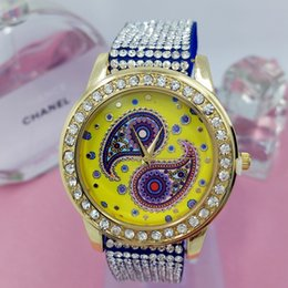 Wholesale Derivative explosion models of primary sources Ms diamond bracelet watch personality leisure header peacock eye pattern ribbon table