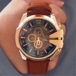 La montre-bracelet pour hommes en Ligne-Bande de cuir pour hommes montres de sport célèbre luxe V6 Marque Montres Horloge Hot Sale Montres en or pour hommes populaires