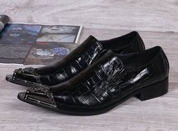 Hot Selling Luxury Mens Leisure Black Dress Shoes Fashion Snake Pattern Leather Metal Toe Charm Slip On Flat Shoes Business