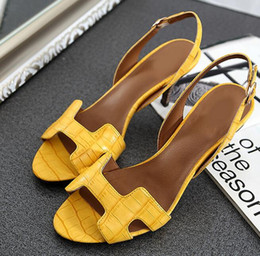 Wholesale New design thin heel sandals black blue yellow red H in mid heeled back strap sandals summer fashion Wedding bride dress sandals hy382