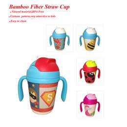 Baby Kids Tasse de paille en fibre de bambou BPA gratuite Bouteille d'eau portative 300ml Bouteille de consommation de dessin animé cinq styles de vente au détail à partir de bouteilles d'eau gratuits pour les enfants fournisseurs