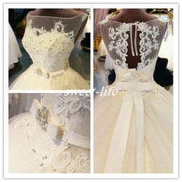 Vintage Appliques Floor Length Ball Gown Illusion Wedding Dresses Zipper Bateau Beaded Crystals Bridal Gowns 2019 Custom Made Formal Wear