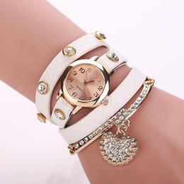Le commerce de la peau en Ligne-Pleine perle de table de la peau de litchi en forme de coeur en diamant pendentif bracelet de la mode des femmes montre bracelet montre grossiste commerce extérieur wholesa
