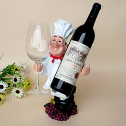 2017 supports métalliques pour le verre Chef personnalisé ornements en résine casier à vin pendaison gens créatifs Porte-bouteille de vin étagère vin stand rack verre supports métalliques pour le verre à vendre