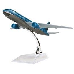 New hot sale 1:400 VietNam air lins plane model B777 16cm alloy metal model aircraft child Birthday gift plane models chiristmas gift