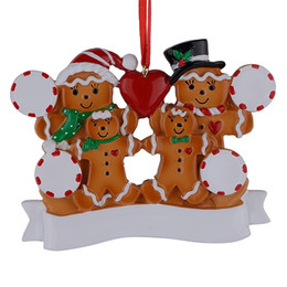 Wholesale Resin Gingerbread Family Of 4 Christmas Ornaments With Red Apple As Personalized Gifts For Holiday