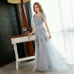 Wholesale 2016 Best Buy Especially for Girls Vintage and Elegant Evening Dresses with Applique Flower and Tulle Design Runway Show Party Gowns