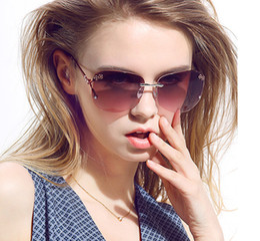 Hot Sales Queen College Newest Brand New Retro sunglasses Women Fashion Popular line decoration glasses UV400