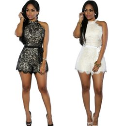Luxe européenne et américaine Big Fashion SpringSummer femmes Shorts Rompers Loose Sexy Lace Jumpsuits ont ceinture Blanc / Noir S-XL en gros à partir de lacets blancs gros fournisseurs