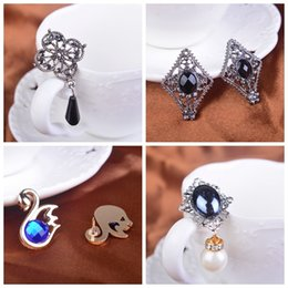 Crystal diamond female Shirt collar pin Brooch suit Blood Brothers Buckle Droplets tassel jewelry Korean Badge