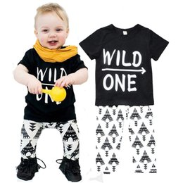 Wholesale Toddler Boys Clothing Sets Summer Letter Wild One Pattern Boy Girl Clothing Set Arrow T Shirt Geometric Pants Baby Boys Girls Clothes