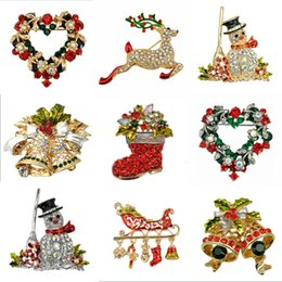 Wholesale Fashion Jewelry Christmas Brooch Rhinestone Crystal Brooches Jeweled Bell Snowman Deer Brooch And Pin Clothes Decor Christmas Gifts