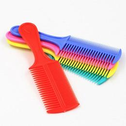 Inicio peinado del cabello en Línea-1 pz peinado de pelo de espesor de pelo colorido peine peinetas de doble cara buenas herramientas de estilismo para las niñas de las mujeres profesionales salón de belleza DIY peinado herramienta