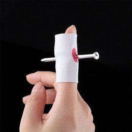 Parodia divertida en venta-Parodia creativa de Halloween de la alta calidad El juguete divertido del truco apoya el clavo del desgaste del dedo