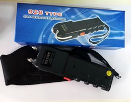 Wholesale 928 Type Outdoor output kv Re charged Hiking Self Defense LED Flashlight Torch Black Built in battery in stock