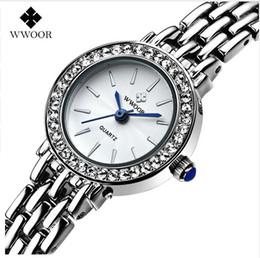 2017 mujer del estilo de reloj resistente al agua Famouse Nuevo estilo WWOOR marca de alta calidad de las mujeres relojes 30M impermeable acero inoxidable reloj de cuarzo mujeres reloj económico mujer del estilo de reloj resistente al agua