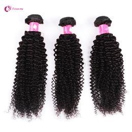 100 El pelo rizado rizado Kinky del afro brasileño del pelo humano teje el negro natural 3B 4pcs / lot Remy empaqueta el pelo de calidad superior de Forawme desde paquetes brasileños remy 1b fabricantes