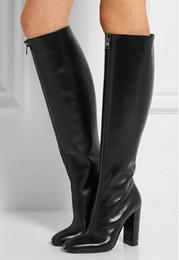 Unique conception front zipper genou haute chunky talon femmes bottes d'hiver noir plaine haute talon bottes longues taille 34 à 42 chaussures de partie plain shoes heels on sale à partir de chaussures simples talons fournisseurs