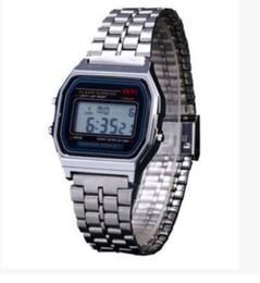 Hommes robe gros de montre à vendre-2017 vente en gros hommes quartz mouvement LED montre numérique montre en acier inoxydable imperméables montres
