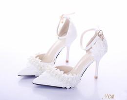 Sandalias de perlas flores en venta-Zapatos blancos de la boda, apuntó los zapatos de la boda las flores del cordón de la perla, tostadas del banquete de los zapatos de tacón alto, sandalias de las mujeres, correa delgada del talón, zapatos nupciales